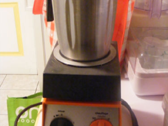 robot thermomix vm 2000 de vorwerk de 1971 bon etat momix annonce. Black Bedroom Furniture Sets. Home Design Ideas